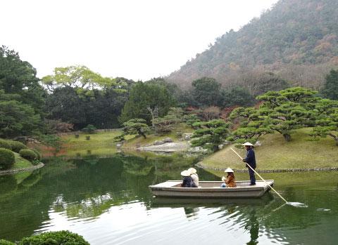 栗林公園 舟にのって景色をみてまわることも